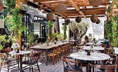 Londra, Miami ve Hollywood'un ardından açılan dördüncü Cecconi's restoranı burası. Soho House'un yanından ayrı bir girişe sahip olan Cecconi's'i eski konsolosluk binalarının duvarları sarmalıyor, b...