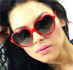 shades of red sunglasses Sun With Sunglasses, Heart Sunglasses, Sunglasses Women, Heart Shaped Glasses, Heart Shaped Frame, 50s Vintage, Shades Of Red, Fashion Tips, Fashion Design