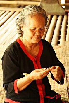 Melanau lady, Sarawak Malaysia    Melanau is one of the indigenous tribe of the Dayak in Sarawak.