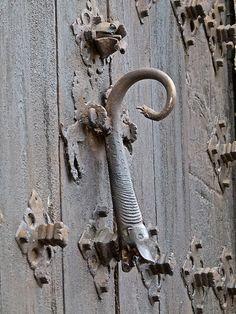 Aldaba o llamador en la ciudad de Albarracín - Teruel by Antonio Marín Segovia, via Flickr
