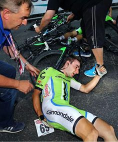 Giro 2014 - 10 (173 km, Modena - Salsomaggiore Terme) : Elia Viviani, sprinter désigné chez Cannondale, a été victime de la chute survenue à ~ 1 km de l'arrivée...