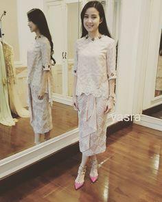 "252 Suka, 4 Komentar - yasra (@yasrahayati) di Instagram: ""#yasrakebaya #tenun #indonesia #bajukurungmoden #bajukurung #fashion #fashiondesigner #fashionstyle…"""
