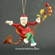 festive tipsy orns - his and her cocktail ornaments. Large and lightweight, very colorful and festive set of ornaments. Santa Ornaments, Hand Carved, Festive, Carving, Holiday Decor, Fun, Crafts, Manualidades, Wood Carvings