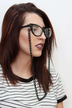 Corrente de óculos preta (metal) http://ehtipoaudrey.tanlup.com/ #corrente #correntedeoculos #sunglasses #chain #acessorios #bijuterias #moda #fashion #trend #sunglasseschain #glasseschain #salvaoculos #oculos #cordãodeoculos #cordinha #cordinhadeoculos #chain #glasses