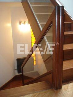 escaleras con pasamanos de vidrio - Buscar con Google #cocinaspequeñasconbarra