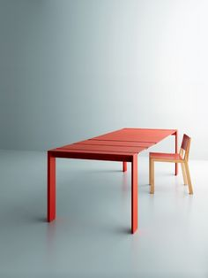 This contemporary Dining Table designed by Andrea Lucatello for Miniforms. Wallye Dining Table can be Fixed or Extendable.  #furniture #modernfurniture #table #diningtable