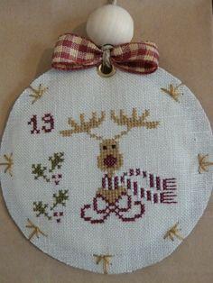 En cette veille de Noël, il est temps de vous dévoiler la finition du calendrier de l'Avent de Madame Chantilly, brodé en duo avec mon amie... - Page 2