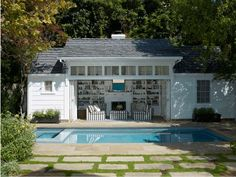 Indeed, people build pool house add beauty value to the owner's property. Find out most popular Pool House Ideas around the net here! Guest House Plans, Garage Guest House, Pool House Plans, Oberirdischer Pool, Pool Cabana, Pool Decks, Pool House Designs, Backyard Pool Designs, Pool Landscaping