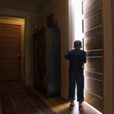 Have you ever walked into a room and realized you don't remember what you're doing there? Yeah, us too! Science finally explains why you forgot what you were just doing: It's the doorway's fault.