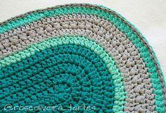 Detalhes do tapete pronto 😍😍😍 feliz com o resultado 😀 #tapete #rugs #trapillo #fiodemalha #crochet