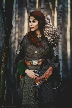 Medieval Warrior - Finally, actually helpful armour for women and still looks good Warrior Princess, Warrior Girl, Fantasy Warrior, Warrior Women, Viking Warrior, Fantasy Art, Fantasy Characters, Female Characters, Mode Inspiration