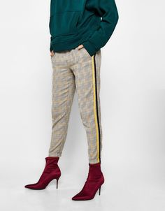 Checked joggers with striped sides - Trousers - Bershka United Kingdom Winter Outfits, Casual Outfits, Christmas Outfits, Plaid Pants Outfit, Cheap Fashion, Womens Fashion, Pull, Casual Chic, Trousers
