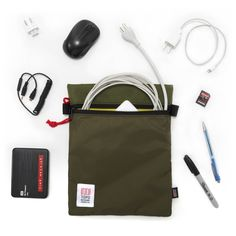 Ideal for traveling with a host of small accessories or your tablet, the large accessory bag keeps the inside of your pack neat an organized.