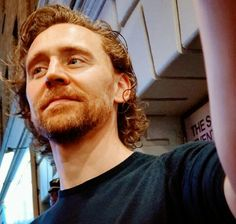 Thomas William Hiddleston, Tom Hiddleston Loki, Beautiful Person, Beautiful Men, Husband Appreciation, The Stage Door, Door Picture, Picture Editor, Loki Laufeyson