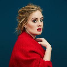 Adele com look vermelho.                                                                                                                                                                                 Mais