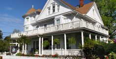 White Doe Inn in Manteo NC has guests that come from near and far to experience gracious hospitality in this lovely historic Victorian home.