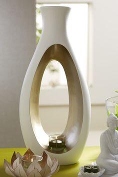 Kollektion Carrezza...ein skulpturenförmiges Windlicht im edlen Cremeweiß und Champagnergold Look.... Partylite, Lotus, Designer, Modern, Mirror, Super, Passion, Furniture, Winter