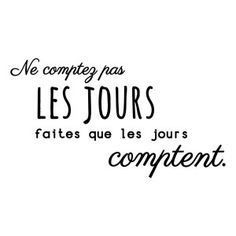 Wedding Quotes : Sticker mural Ne comptez pas les jours faites que les jours comptent Noir 60 . Positive Mind, Positive Attitude, Positive Vibes, Positive Quotes, The Words, Quote Citation, French Quotes, Sentences, Decir No