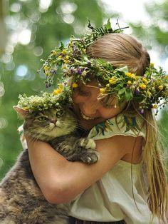 flower crown and kitty! Crazy Cat Lady, Crazy Cats, Animal Gato, Funny Animal, Flora Und Fauna, Son Chat, Pet Day, Cute Kids, Cats And Kittens