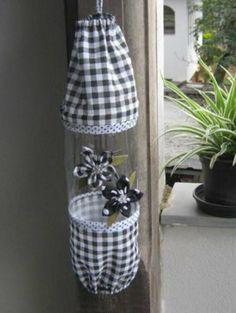 Como Fazer Puxa Saco: 36 Estilos com Passo a Passo Plastic Bottle Crafts, Recycle Plastic Bottles, Diy Arts And Crafts, Crafts For Kids, Diy Crafts, Diy Wall Decor, Wall Decorations, Recycled Crafts, Bottle Art