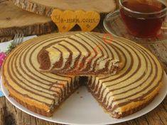 Hem göze hem damağa hitap eden çay saatlerinizde misafirlerinizin çok seveceği deseniyle dikkat çeken, yumuşacık bir kek tarifi...