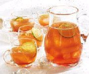This cider-based punch is great for a holiday party. Leave out the whisky for a kids'version. Ginger Ale, Coups, Apple Cider, Healthy Choices, Punch Bowls, Alcoholic Drinks, Cocktails, Great Recipes, Food And Drink