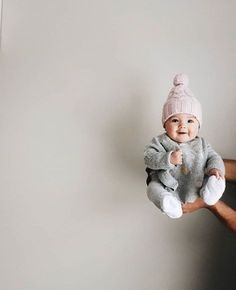 How many baby clothes do I need? My minimalist baby clothing essentials – Cute Adorable Baby Outfits So Cute Baby, Baby Kind, Cute Baby Girl Photos, Baby And Mom Pictures, Winter Baby Pictures, Baby Outfits, Children Outfits, Children Clothing, Summer Outfits
