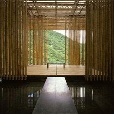 Great (Bamboo) Wall, em Pequim, China. Projeto do escritório Kengo Kuma e Associados. #architecture #arquitetura #arte #artes #arts #art #artlover #design #architecturelover #instagood #instacool #instadaily #design #projetocompartilhar #davidguerra #arquiteturadavidguerra #shareproject #bambu #leveza #bamboo #lightness #bambooarchitecture #greatbamboowall #pequim #beijing #china #kengokuma