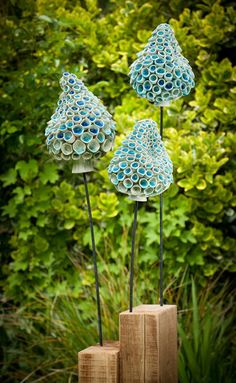 Blue Bells, thrown and modelled stoneware with crushed blue glass. ceramics sculpture Blue Bells - thrown and modeled stoneware with metal and timber Ceramic Pots, Ceramic Flowers, Clay Flowers, Ceramic Clay, Ceramic Pottery, Sculptures Céramiques, Ceramic Sculptures, Pottery Classes, Paperclay