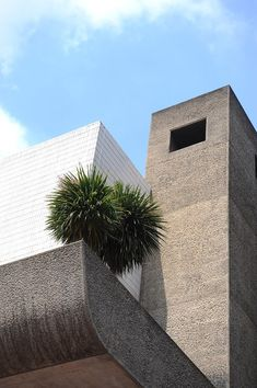Visions of an Industrial Age // The Barbican Estrate, Exterior Detail © Lee Mawdsley British Architecture, Architecture Details, Interior Architecture, Modern Architectural Styles, Brutalist Buildings, Concrete Facade, London Landmarks, Barbican, Interesting Buildings