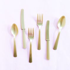 Gold Utensil Set Simple and sweet, this collection of solid colored tableware is perfectly suited to make your party pretty!  Includes forks,…