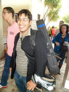 Esforçado e alegre, Bruno Borges veio prestar vestibular para Sistemas de Informação. Após a prova, o candidato irá tocar violino em uma festa de casamento.