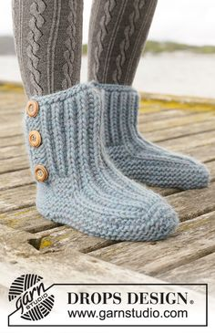 Beyond Boots DROPS Free knitting patterns by DROPS Design Beyond Boots Knitted slippers in DROPS Eskimo The piece is worked top down with garter stitch and Fisherman s rib Sizes Free knitted pattern Drops Design, Knitting Patterns Free, Knit Patterns, Free Knitting, Finger Knitting, Knitting Machine, Knitting Gauge, Knitting Socks, Knitted Slippers