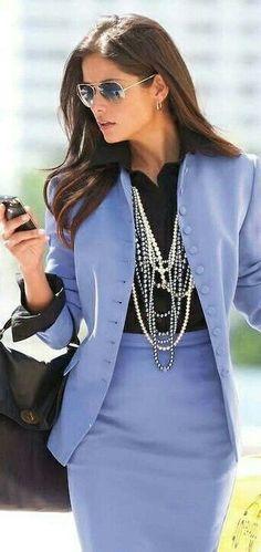 Idée look de journée et soirée tendance 2017 Le look Description Passer d'un look de jour à un look de soirée, c'est possible avec de simples ajustements et de l'inspiration ! QueenBoss #AY Day To Night Dress For Success Business Professional Formal Business Suits...