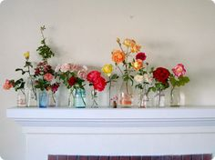 Flower Garden Garden roses in vases - flower decor on mantle - Your home for all things Design. Home Tours, DIY Project, City Guides, Shopping Guides, Before Pretty Roses, Beautiful Flowers, Beautiful Life, Beautiful Things, A Todo Confetti, Magazine Deco, Flowers In Jars, Fresh Flowers, Simple Flowers