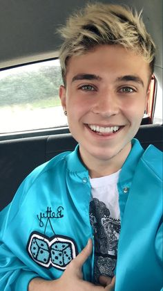 Brooklyn looks really good in blue.it matches his eyes♡♡♡ Teenage Boy Fashion, Roadtrip Boyband, Brooklyn Wyatt, Cute Blonde Boys, Couple Goals Relationships, Boy Bands, Man Band, Rye Beaumont, Road Pictures