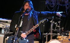 Last chance: Dave Grohl hosts  Chelsea Lately