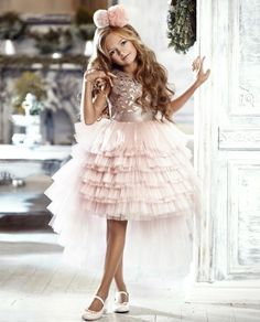 There is nothing to be surprised – kinder mode Gowns For Girls, Little Dresses, Little Girl Dresses, Girls Dresses, Flower Girl Dresses, Dresses For Kids, The Dress, Baby Dress, Girl Fashion
