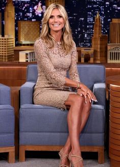 Heidi Klum Rolls on the Floor with Jimmy Fallon - Watch Now!: Photo Heidi Klum is white hot while stepping out on the red carpet at the America's Got Talent post-show event on Wednesday evening (July at Radio City Music Hall… Lovely Legs, Mannequin, Sexy Legs, Gorgeous Women, Beautiful, Dress To Impress, Celebrity Style, Ideias Fashion, Hollywood