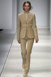Max Mara Fall 2002 Ready-to-Wear Fashion Show - Erin Wasson Erin Wasson, Max Mara, Ready To Wear, Fashion Show, Runway, Vogue, Formal, Fall, How To Wear