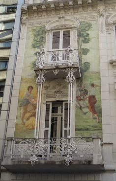"""Arte en Buenos Aires - sólo hace falta """"mirar"""" -Mural en la fachada de un edificio en Retiro de la Ciudad Autónoma de Buenos Aires"""