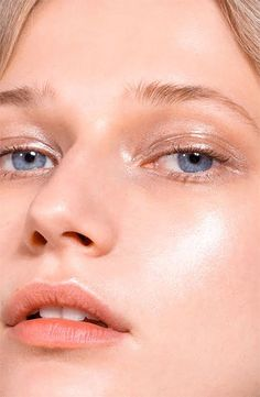Meet Haloscope, the dual-formula highlighting stick of your dreams