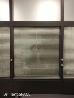Glass System Wall 專上學阮 (三段,上雙玻璃內置百葉簾,下鐡板屏風) 3