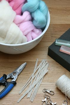 Needle felting tutorials....In Polish but the pictures are great.