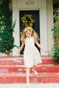 Cute Children Photography. Utah Family Photographer. Stephanie Sunderland Photography. Cute outfit ideas for girls. Vintage girl dresses. Anthropolgie style kids shoots.