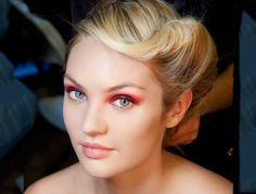 Die Retro-Frisuren können Sie mit modernem Make-up kombinieren