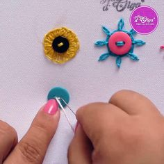 Diy Embroidery For Beginners, Hand Embroidery Patterns Flowers, Basic Embroidery Stitches, Hand Embroidery Videos, Embroidery Stitches Tutorial, Embroidery Flowers Pattern, Creative Embroidery, Simple Embroidery, Hand Embroidery Designs