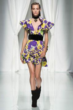 Emanuel Ungaro Spring 2017 Ready-to-Wear Fashion Show - Camille Hurel Vogue Fashion, 90s Fashion, High Fashion, Fashion Show, Fashion Looks, Vintage Fashion, Paris Fashion, Camille Hurel, Couture Dresses