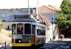 Lisbona città magica: impressioni della seconda volta - via inogniviaggio 26.07.2014 | Nella Lisbona d'oggi ho ritrovato una magia particolare, il romanticismo di un tempo, l'allegria di chi brinda per il piacere di far festa, la malinconia che ti sfiora quando senti cantare il Fado...