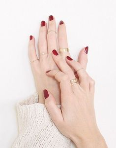 Vrai & Oro We are want to say thanks if you like to share this post to another people via your facebook, pinterest, google plus or twitter account. Right Click to save picture or tap and hold for seven second if you are using iphone or ipad. Source by : vraiandoro.com Red Nails, Red Manicure, Cherry Nails, Winter Nails, Gold Jewelry Simple, Layered Jewelry, Hand Modeling, Classic Nails, Stacked Rings